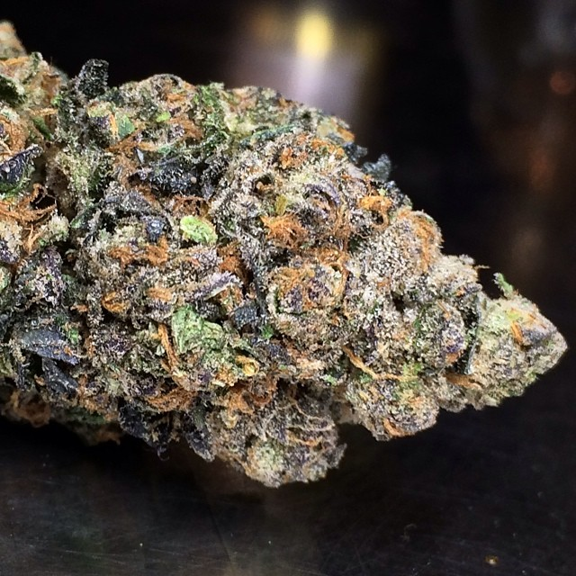 girl-scout-cookies-weed